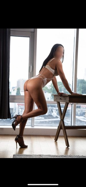 Liyana submissive escorts in Halesowen, UK